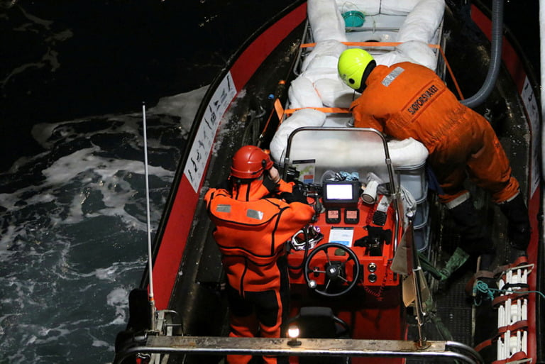 Crew from the KV Svalbard supporting Northguider after the vessel crashed on Svalbard.