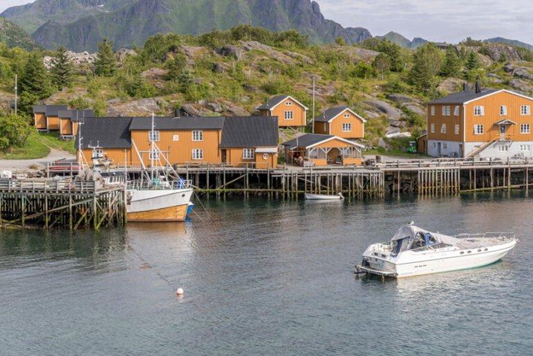 The coastline of Stamsund. Photo: hal pand / Shutterstock.com