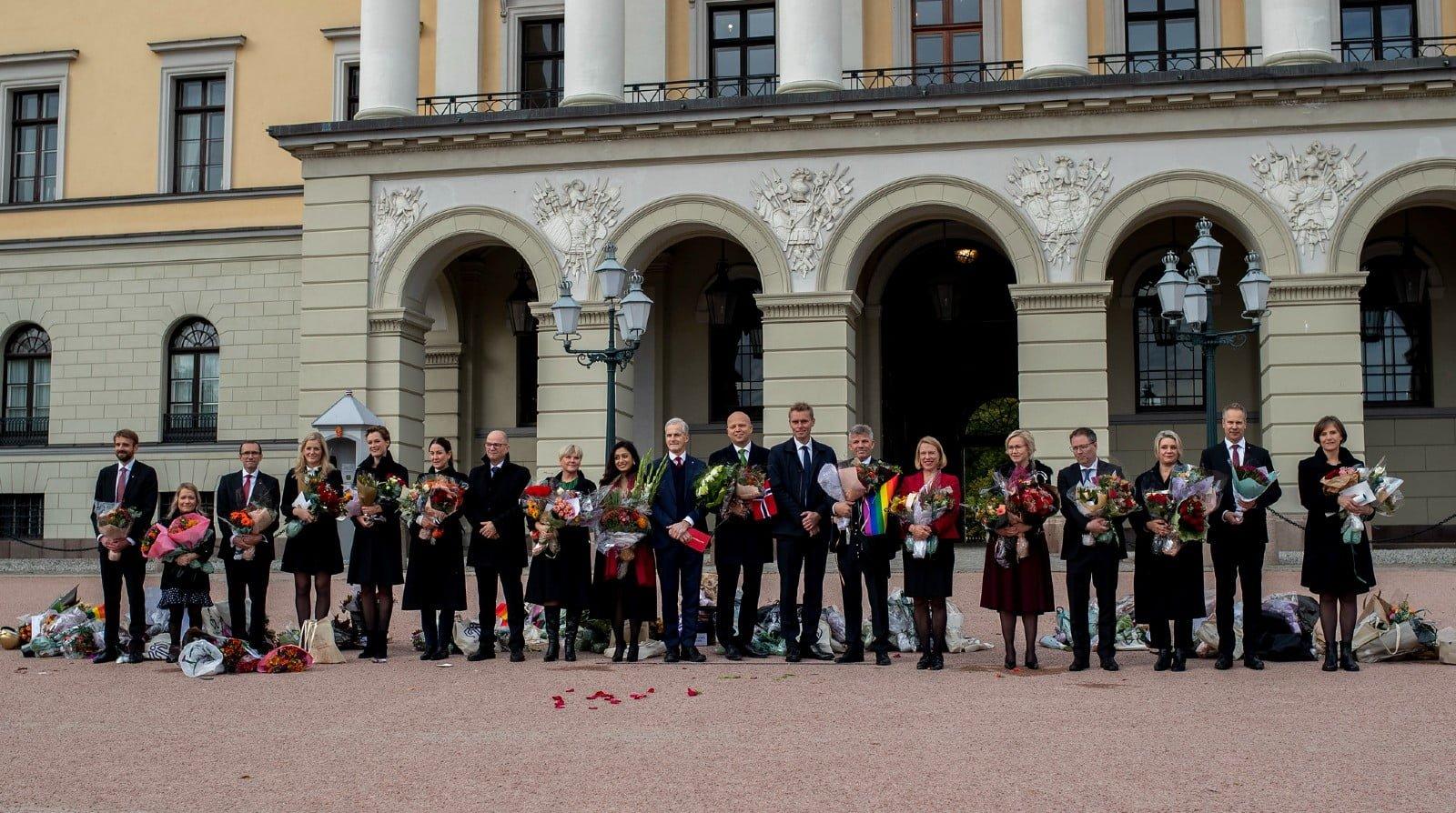 Jonas Gahr Støre and his new government at Slottsplassen.